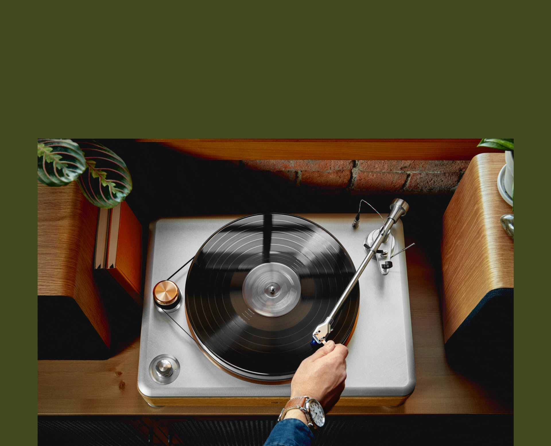 Overhead picture of a Shinola Runwell Turntable